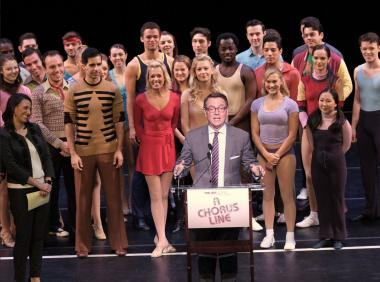 Image of Mayor Gray and cast of A Chorus Line