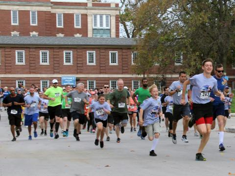 Participants of the VA5K running through the grounds at the Lexington Veterans Hospital